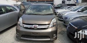 New Toyota ISIS 2012 Gray