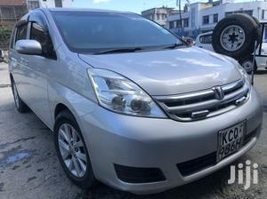 Toyota ISIS 2010 Silver