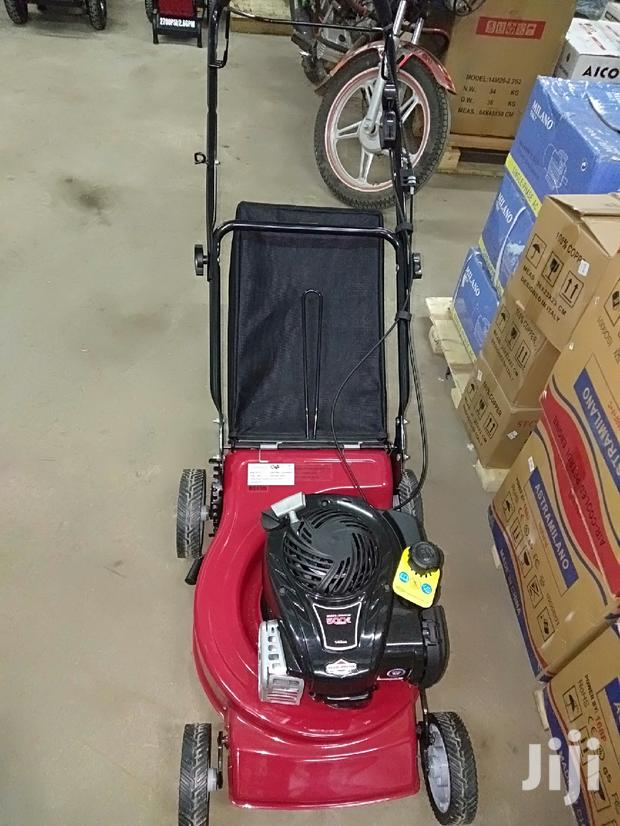5hp Briggs and Stratton Lawn Mower
