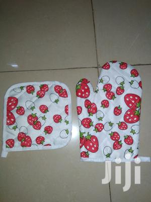 Kitchen Oven Glove And Mat.