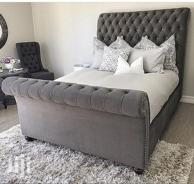 Archive: Nice Upholsterd Bed