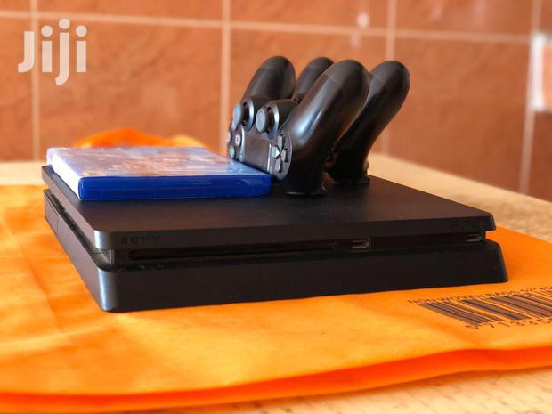 Archive: PS4 Console +2 Pads And FIFA 19 Disc