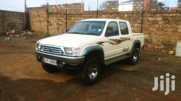 Archive: Toyota Hilux 2.5 Cab 2005 Beige