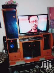 Tv Stand With Glasses In Mint Condition | Furniture for sale in Nairobi, Kariobangi South
